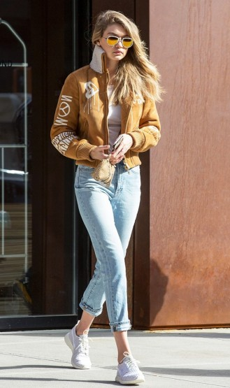 how-it-girls-wear-bomber-jackets-and-you-should-too-1698757-1458160312-600x0c